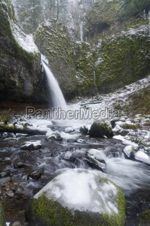ponytail falls in winter columbia river