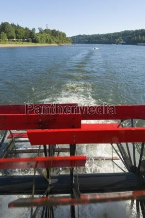 churning paddlewheel on the sternwheeler roseportland