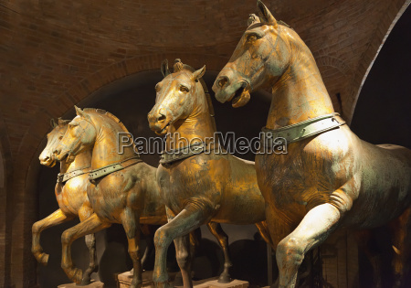 statue, of, four, horses, in, st. - 25435170