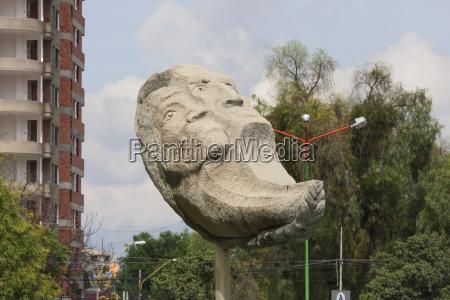 modern sculpture on plaza de las