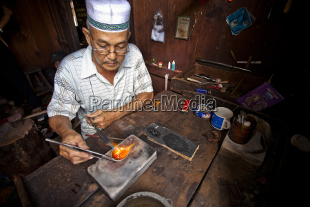 a penesak jeweler makes jewelry tanjung