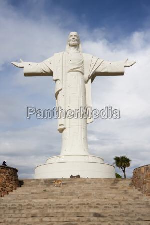 statue of cristo de la concordia