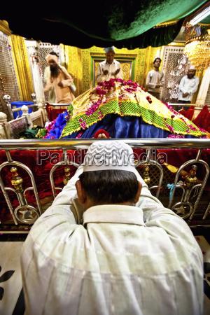 hindi men in prayer and worship
