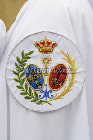 penitente displaying the coat of arms