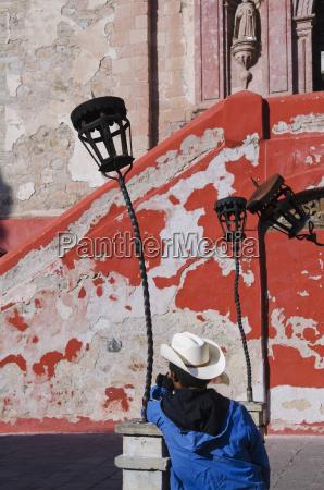 mexico guanajuato guanajuato man leaning against