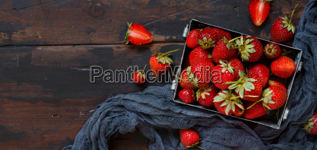 strawberries, in, a, box, on, a - 25452472