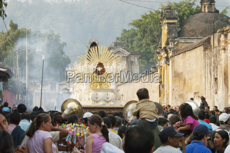 people following the anda float of