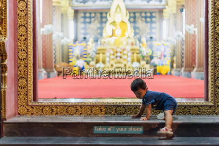 baby on steps of temple chiang