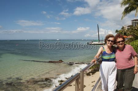 two sisters posing along the shoreline