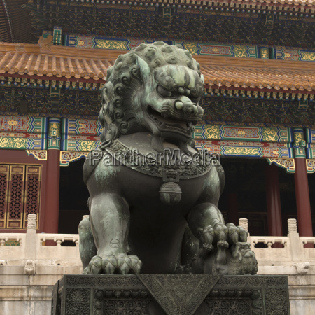 a lion statue in front of