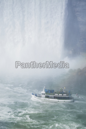 maid of the mist boat near
