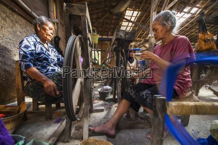 women spinning yarn at a lurik