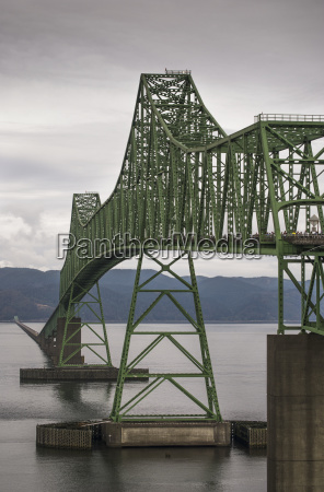the astoria megler bridge spans the