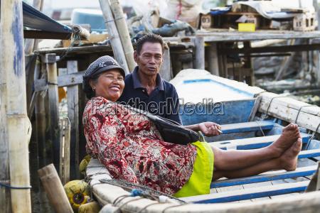couple in a boat in sunda
