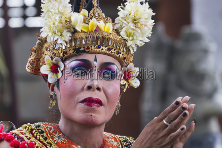 balinese dancer using codified hand positions