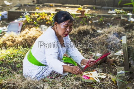 woman placing an offering on a