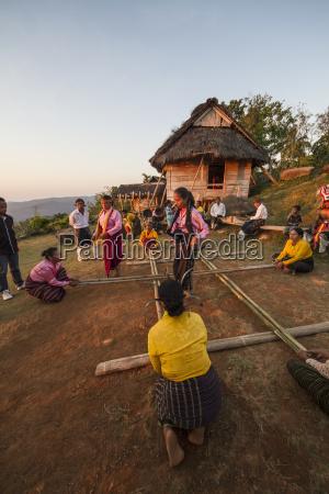 manggarai women participating in tetek alu