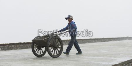 china xizang tibet shannan boy pushing