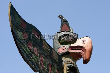 kwakwakawakw honoring pole totem pole carved