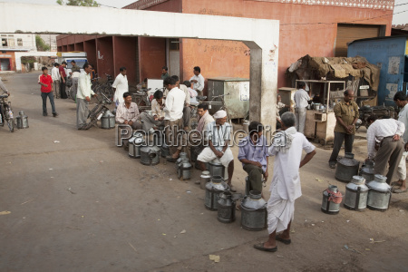 milk vendors in the early morning