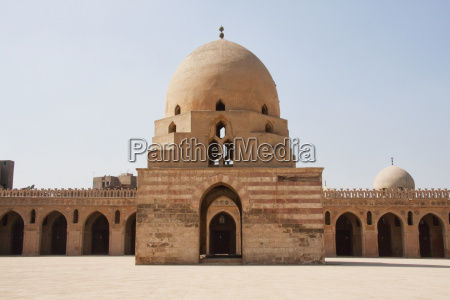 courtyard with domed ablution fountain of