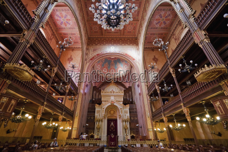 interior of the great synagogue on