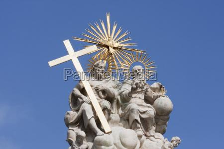 holy trinity statue budapest hungary