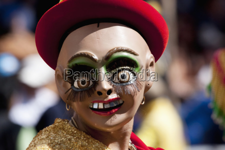 morenada dancers wearing a mask in