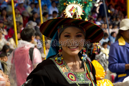 tinkus huajchas dancer in the procession