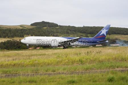 lan chile boeing 767 landing at