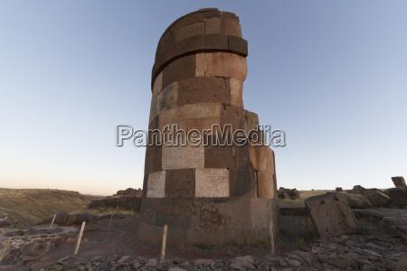 chullpa ancient colla funerary tower sillustani