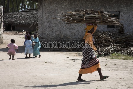 woman carrying sticks on head zanzibar