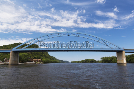 bridge across the mississippi river connecting