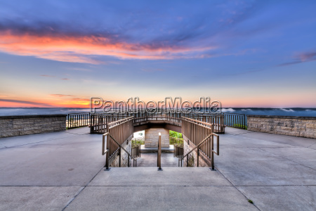 viewing platform overlooking the mississippi river
