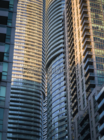 residential skyscrapers in close proximity toronto