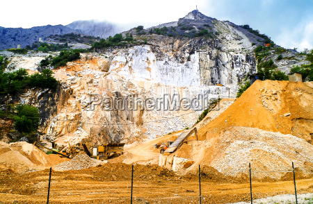 quarry in carrara to obtain the