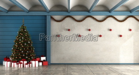 empty living room with christmas tree