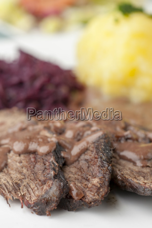 rheinischer sauerbraten with red cabbage on