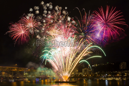 portland waterfront 4th of july fireworks
