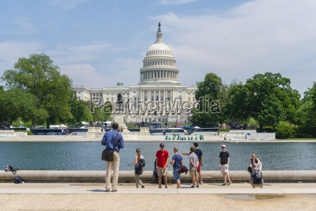 tourists visiting the united states capitol