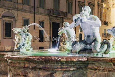 fontana del moro fountain in piazza