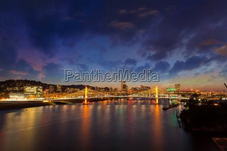 portland city skyline by tilikum crossing