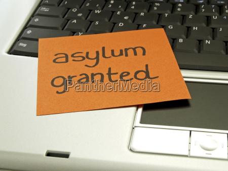 memo note on notebook asylum granted