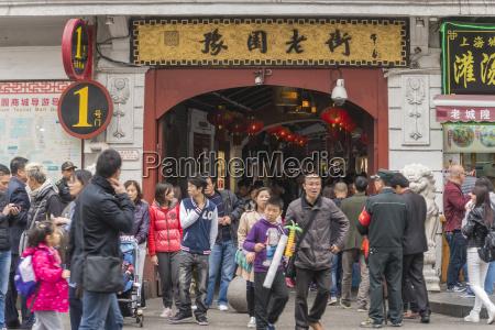 people visiting yuyuan bazaar in shanghai