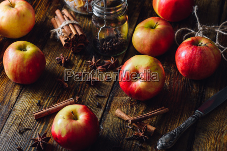 apples with clove cinnamon and anise