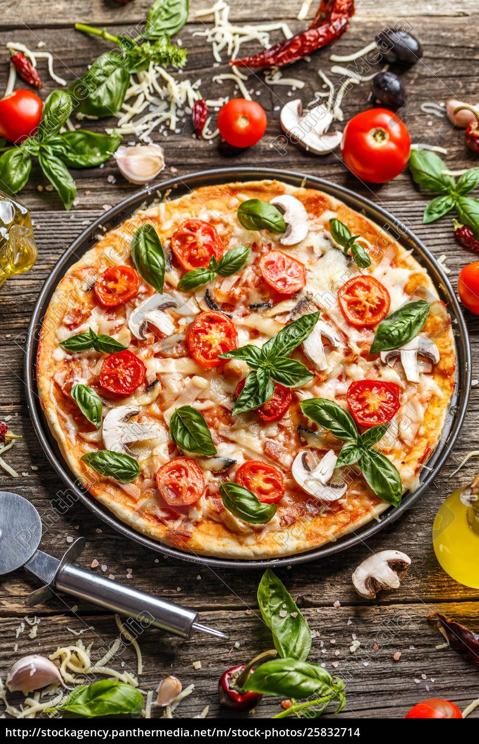 pizza, decorated, with, basil, leaves - 25832714
