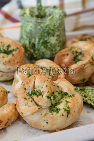 savoury snack made from puff pastry
