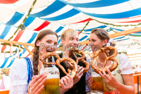 friends eating giant pretzels and drinking