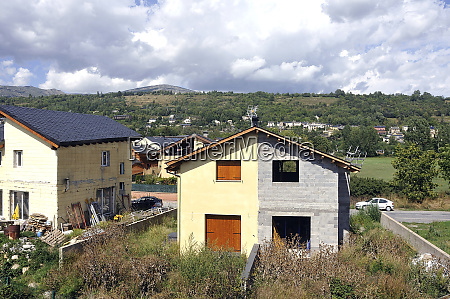 house split between two neighbors