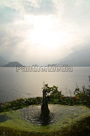 lake como and fountain